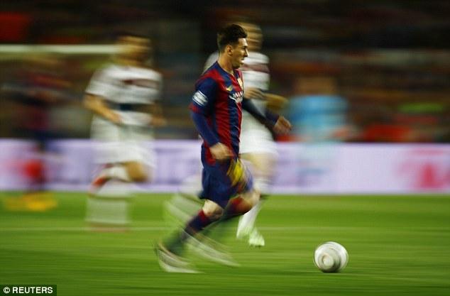 ميسي ينطلق خلال إحدى هجمات برشلونة