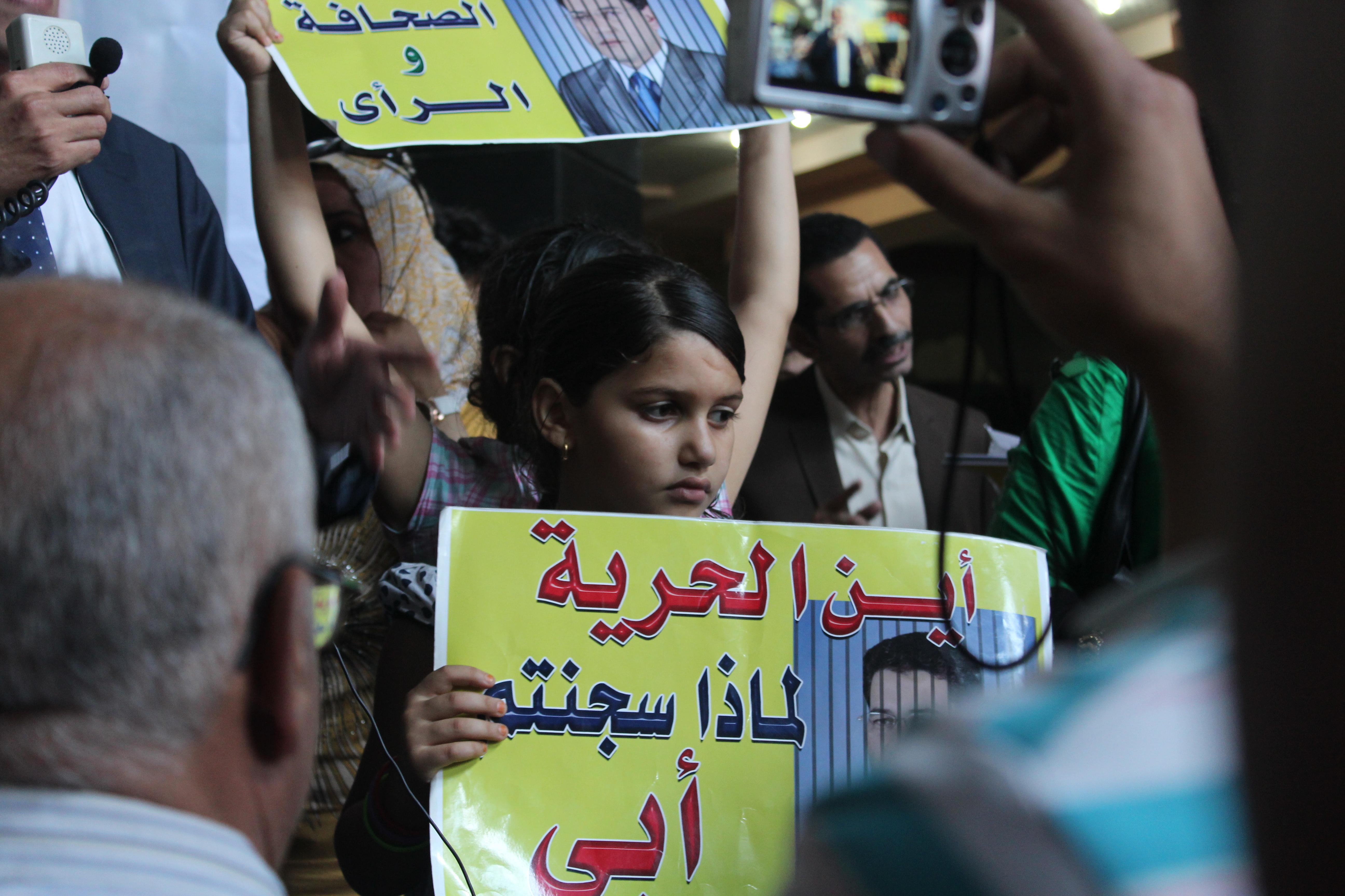 ابنة أحد الصحفيين المعتقلين