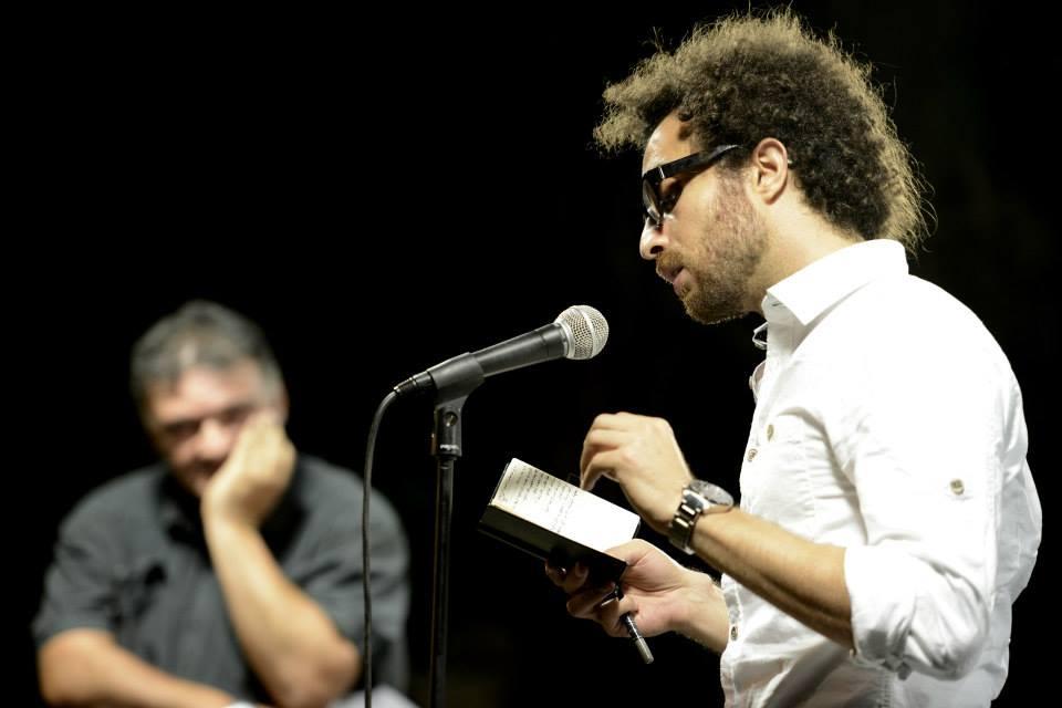 مازن يقرأ مقتطفات من أعماله