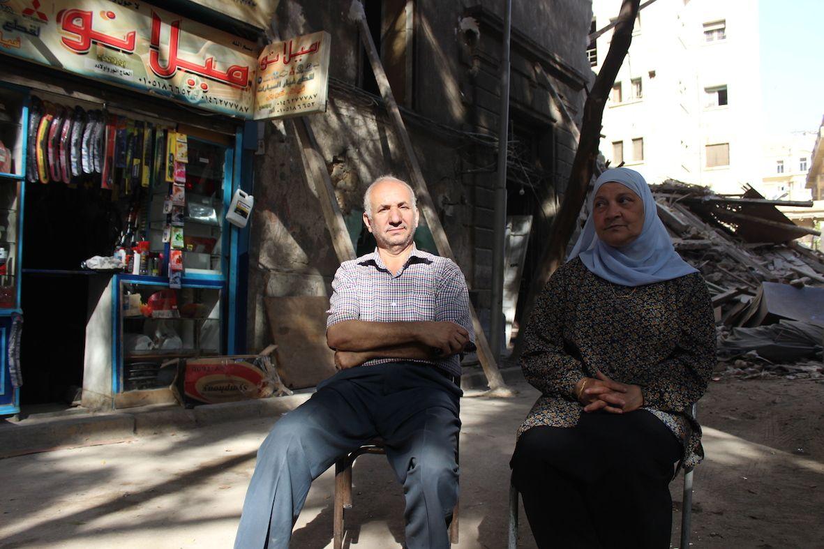 أنور محمد علي بائع قطع غيار السيارات وزينب عالم التي عاشت عاش طوال حياتها في 10 شارع النبراوي