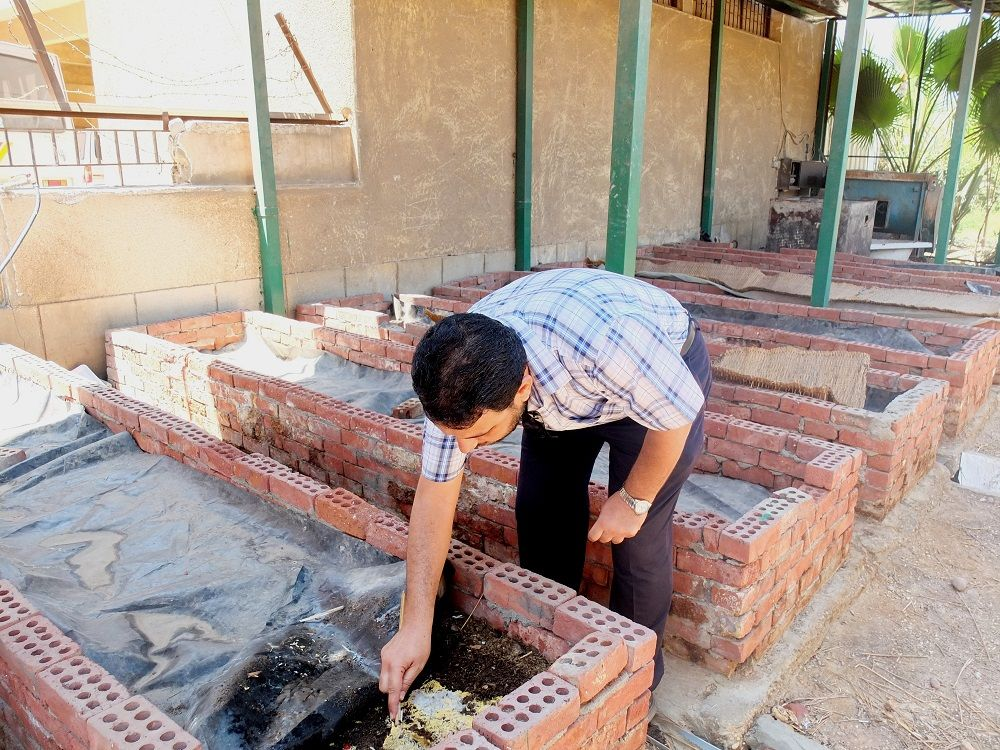 Mohamed Saad Aly displays worm basins at CLAC